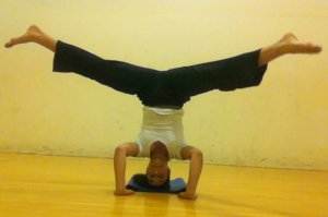 Headstand middle split
